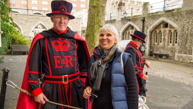 Стражник в крепости Тауэр в Лондоне