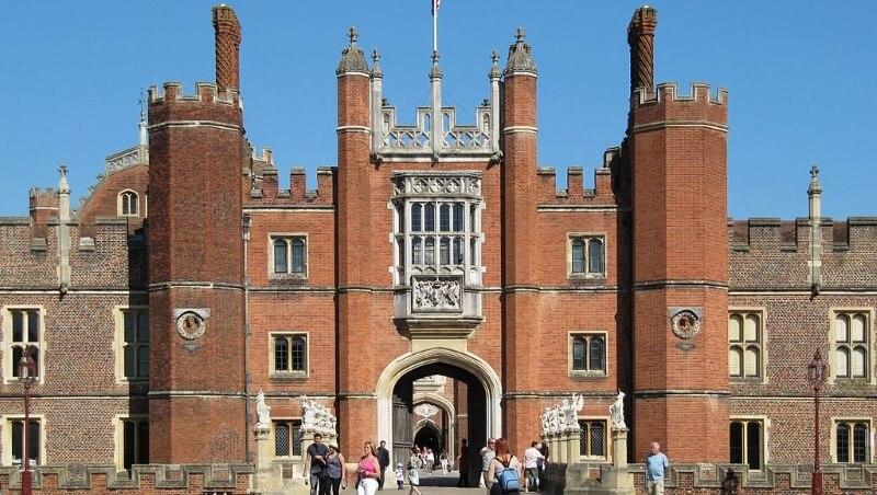 Главные ворота дворца Хэмптон Корт